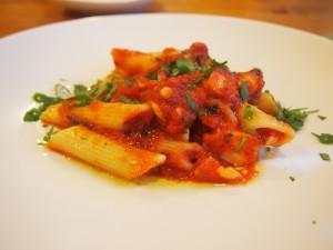 タコのトマトソースパスタ
