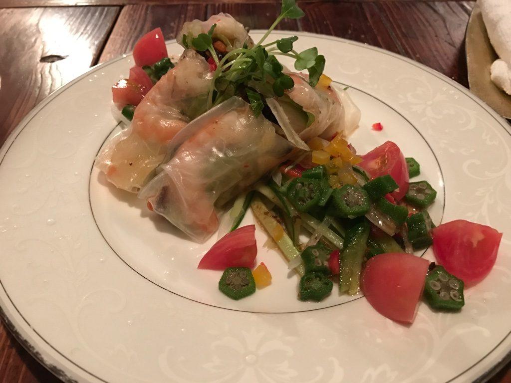 海老と炒め野菜の生春巻きサラダ